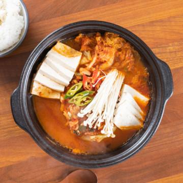 Традиционный корейский котелок для варки и подачи горячих супов и жаркого от Togama